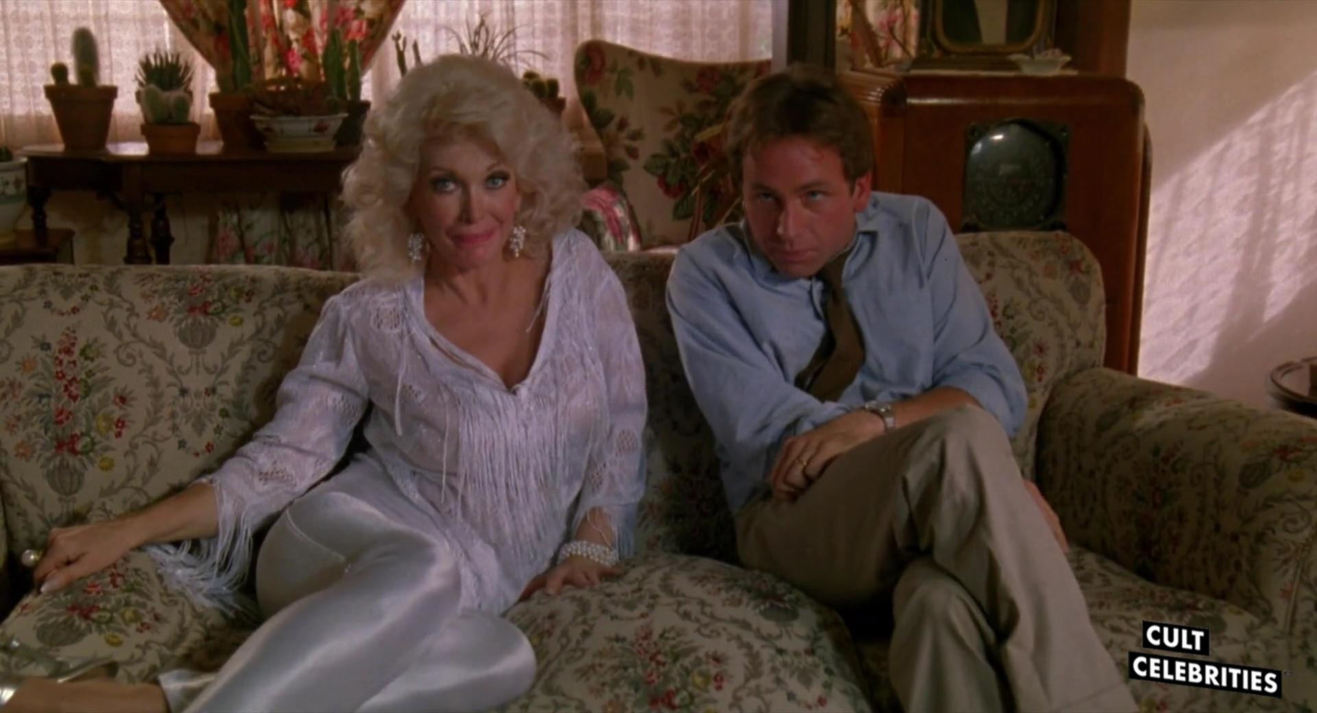 Dyanne Thorne and John Ritter in Real Men (1987)