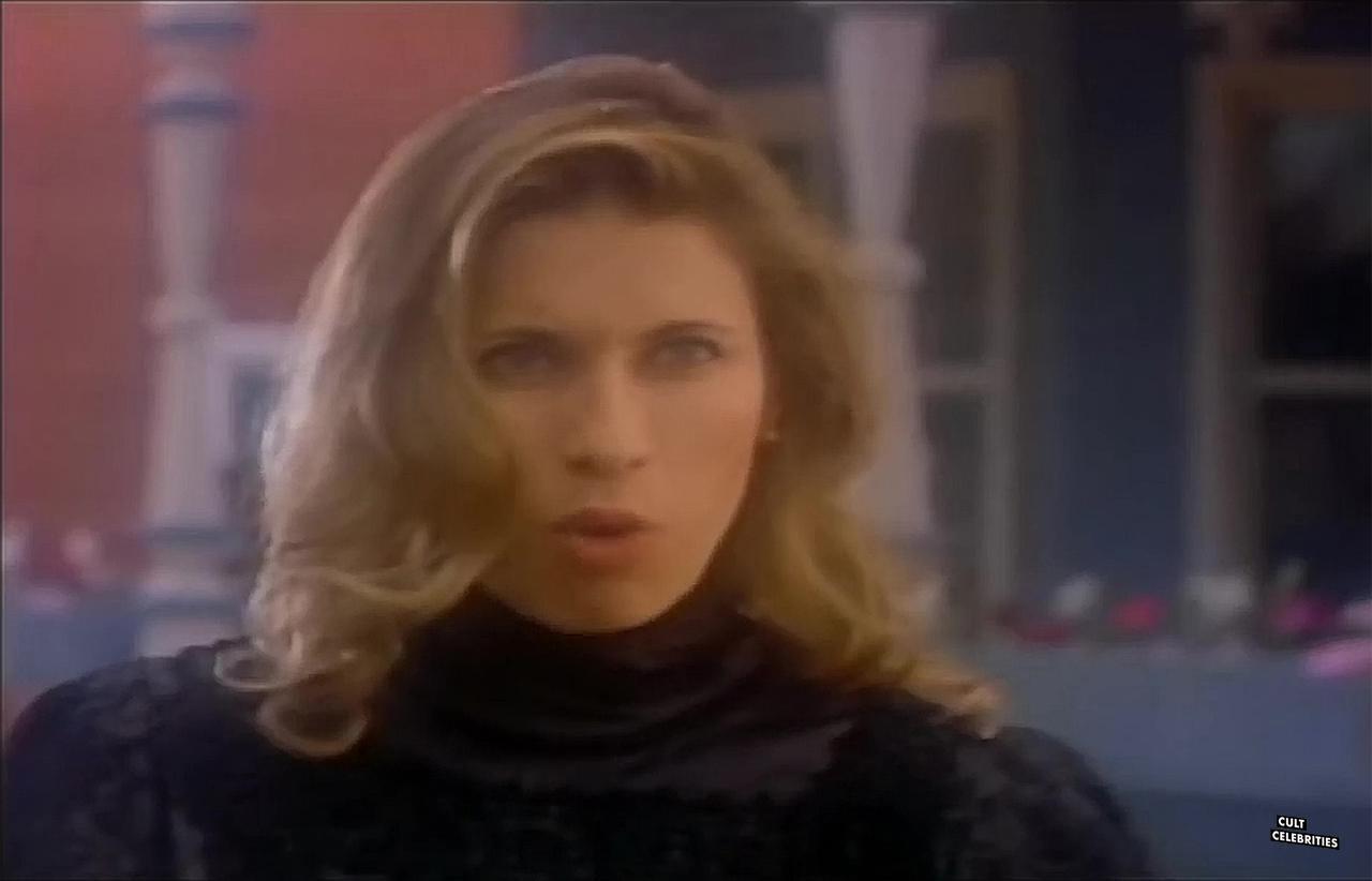 Elizabeth Kaitan in Petticoat Planet (1996)