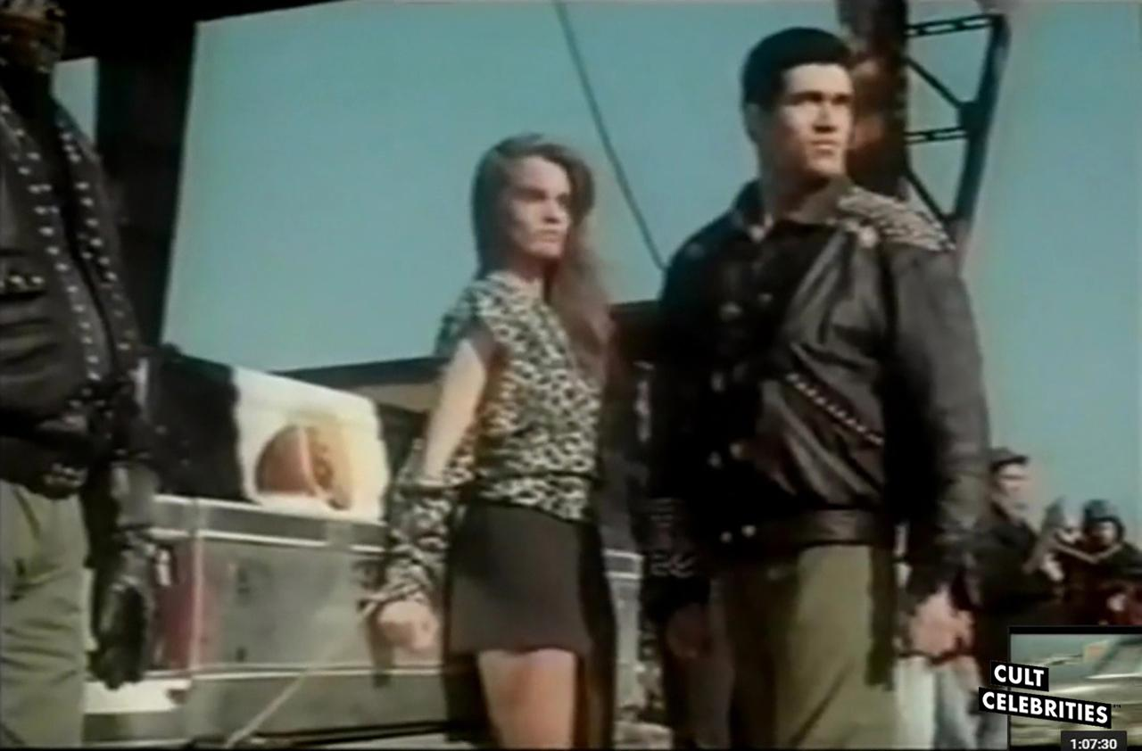 Sabrina Siani and Bruno Bilotta in Cobra Nero (1987)