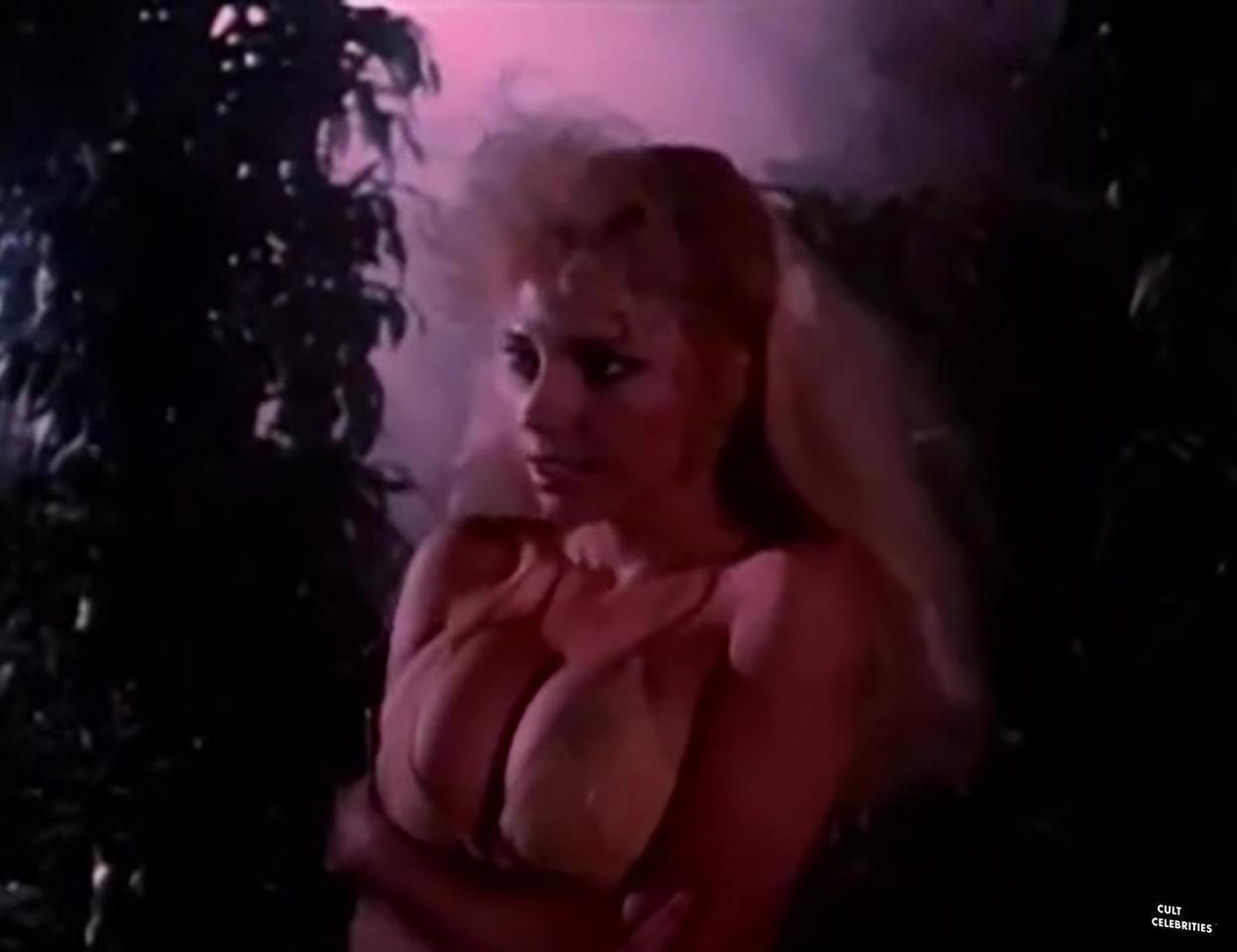 Elizabeth Kaitan in Slave Girls From Beyond Infinity (1987)