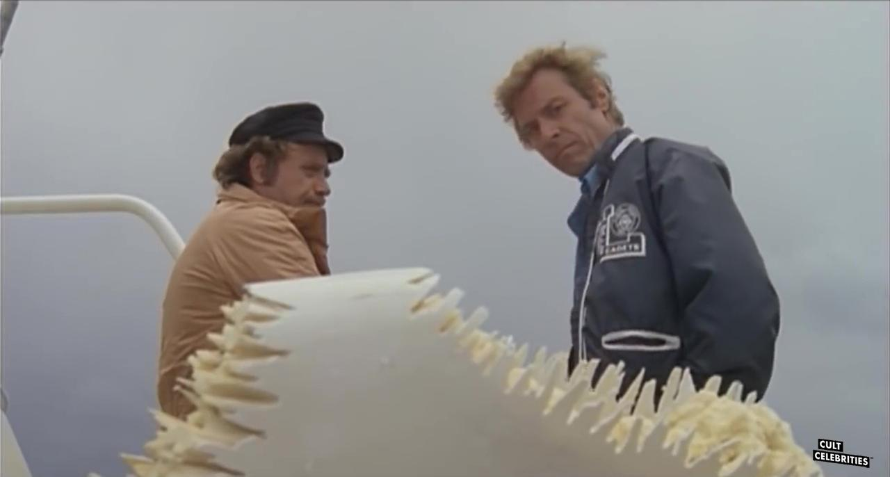 Vic Morrow and James Franciscus in Great White (1981)