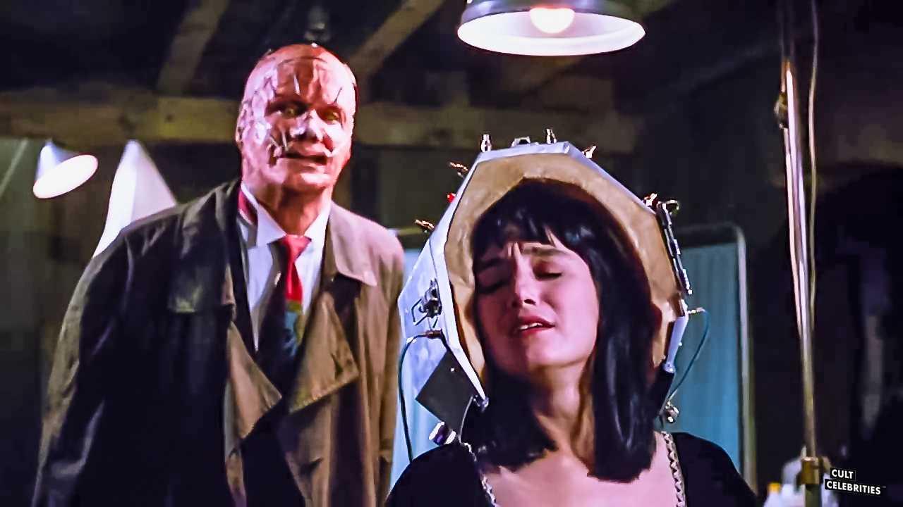 Jill Schoelen in Popcorn (1991)