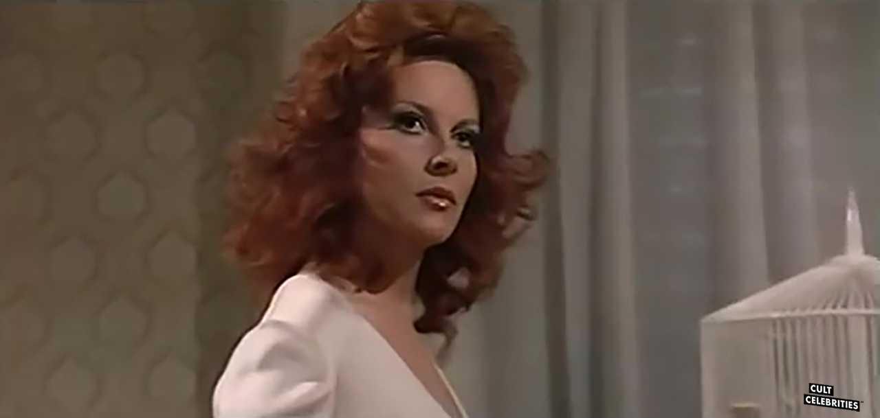 Dagmar Lassander in Basta con la guerra..facciamo l'amore (1974)