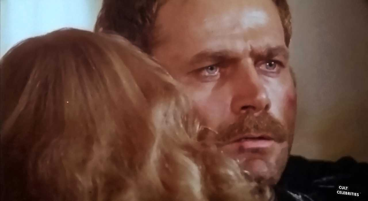 Franco Nero and Sybil Danning in Il giorno del Cobra (1980)