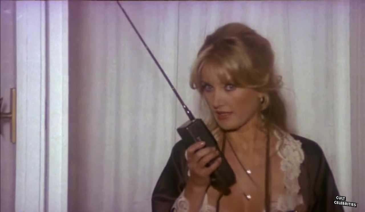 Barbara Bouchet in Spaghetti a mezzanotte (1981)