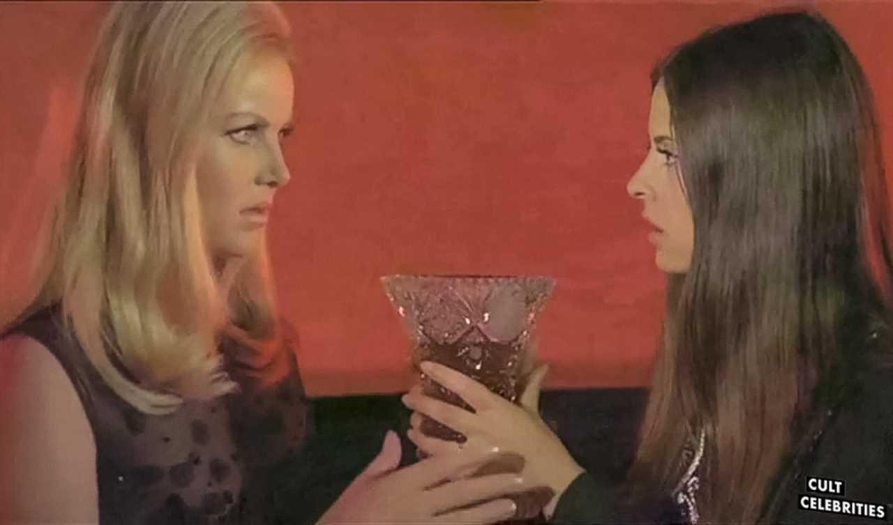 Ewa Strömberg and Soledad Miranda in Vampyros Lesbos (1971)