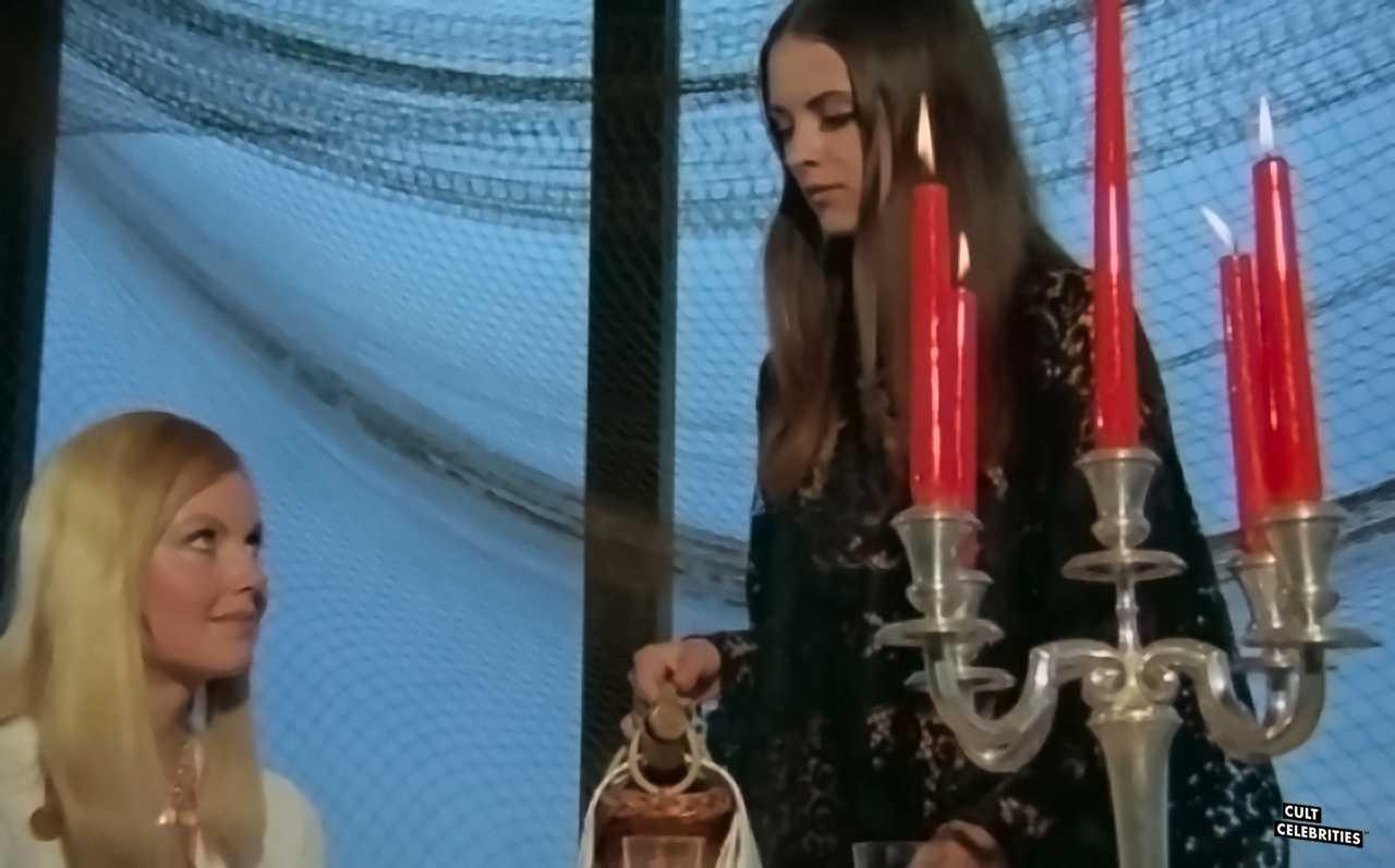 Soledad Miranda and Ewa Strömberg in Vampyros Lesbos (1971)