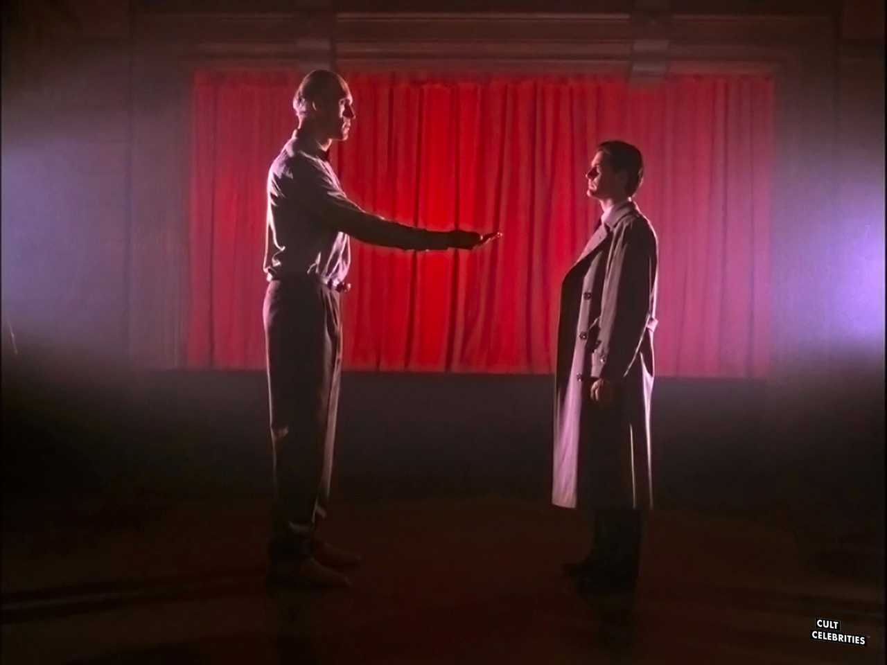 Kyle MacLachlan and Carel Struycken in Twin Peaks (1990-1991)