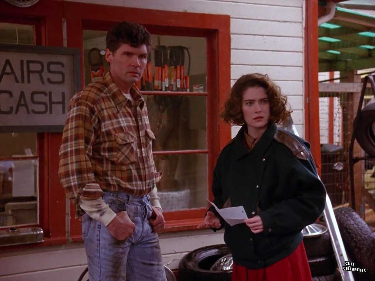 Everett McGill and Lara Flynn Boyle in Twin Peaks (1990)