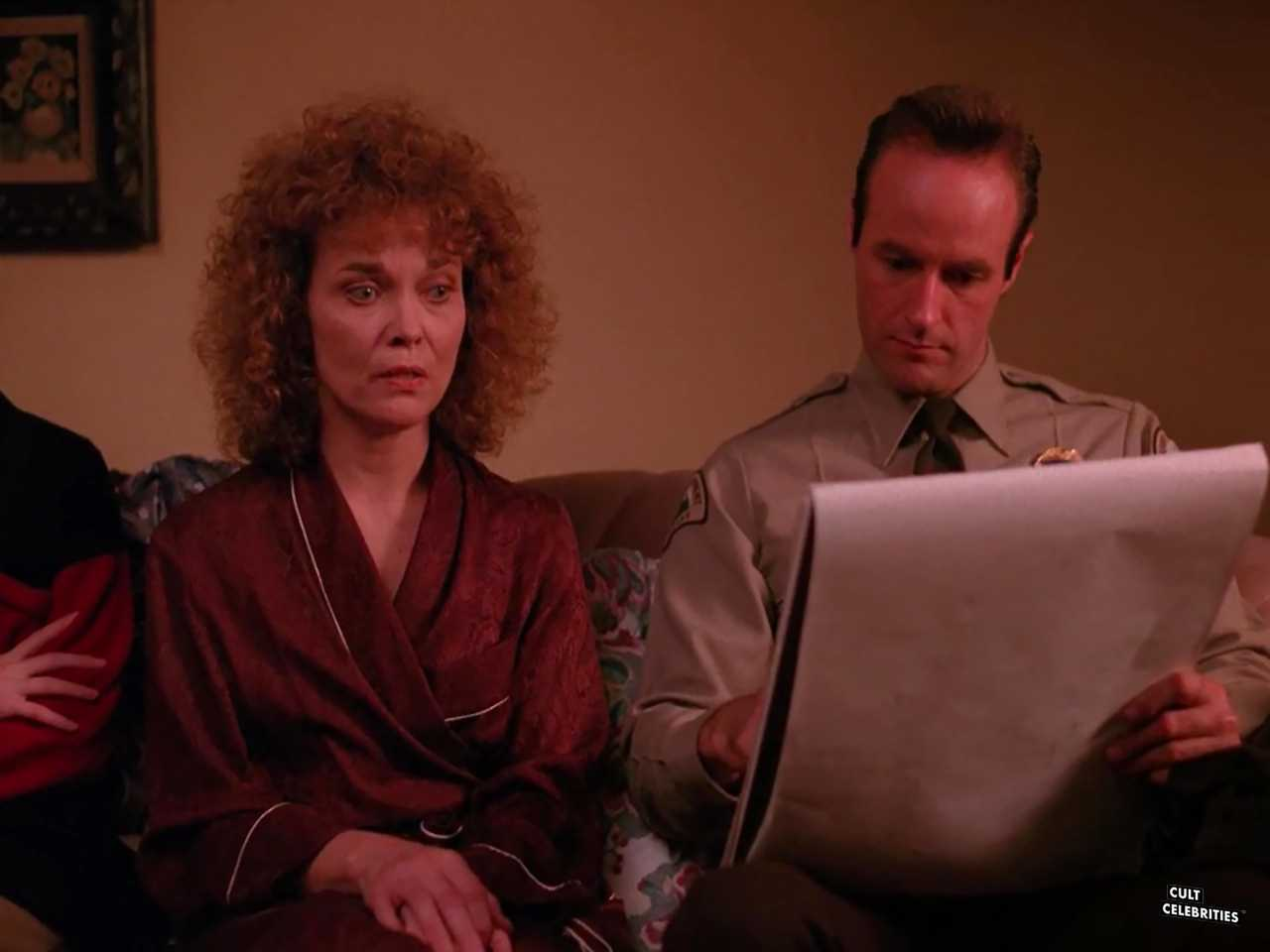 Grace Zabriskie and Harry Goaz in Twin Peaks (1990)