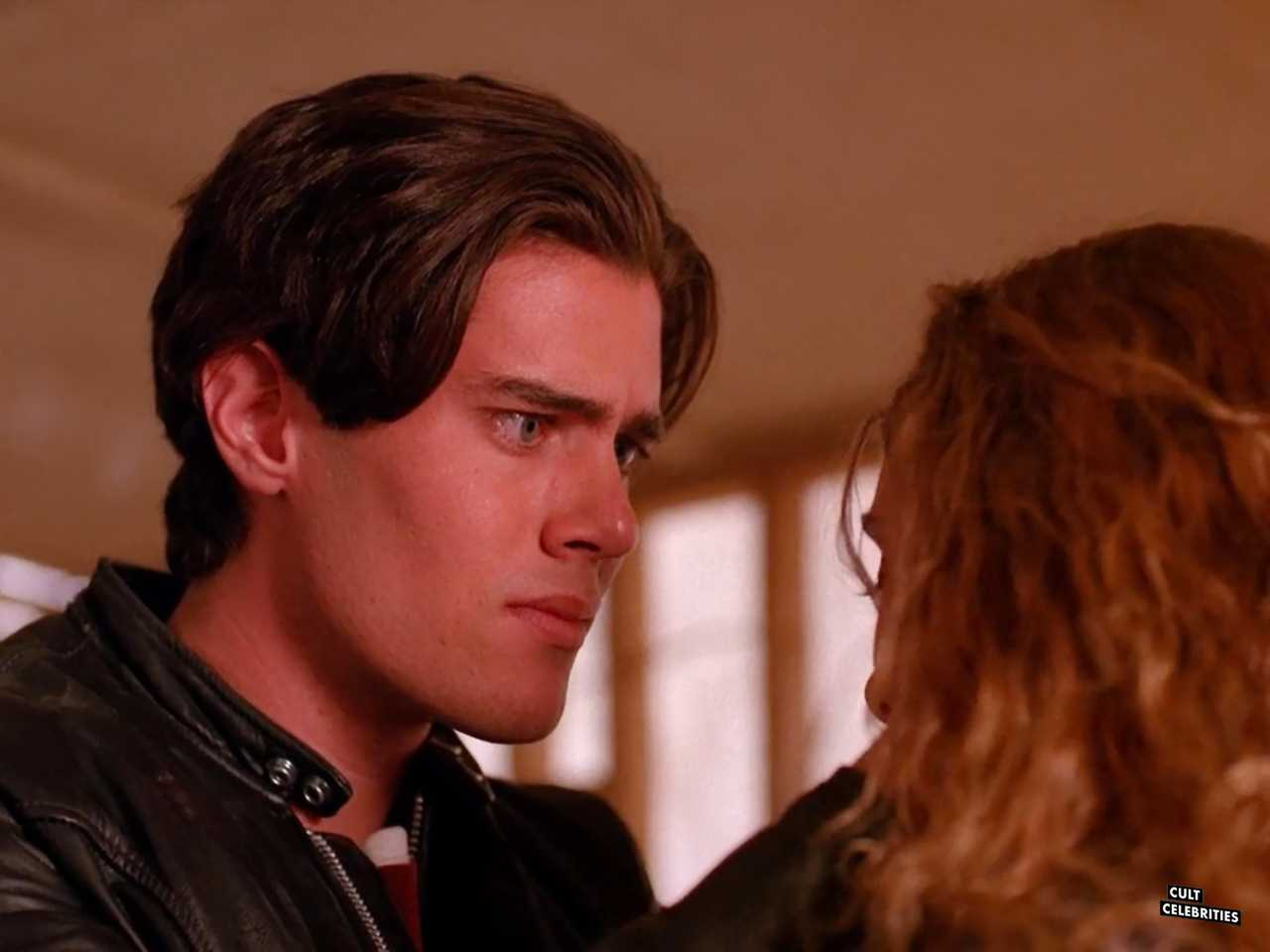 Dana Ashbrook and Mädchen Amick in Twin Peaks (1990)