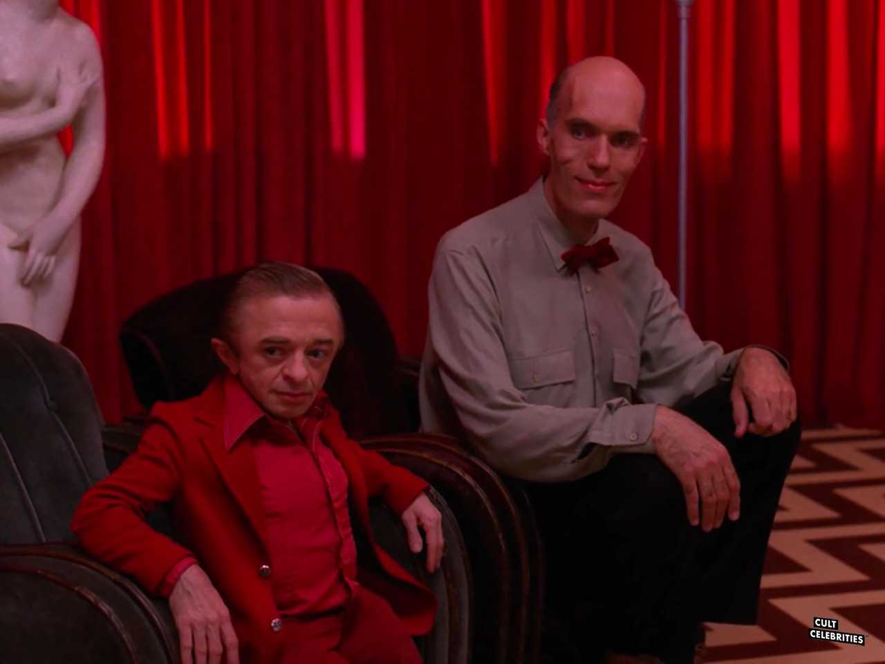 Michael J. Anderson and Carel Struycken in Twin Peaks (1990)
