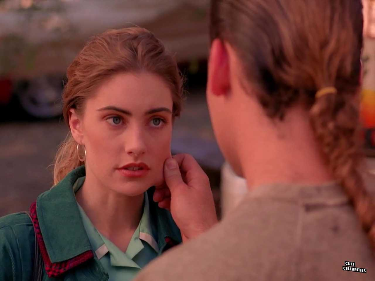 Eric DaRe and Mädchen Amick in Twin Peaks (1990)