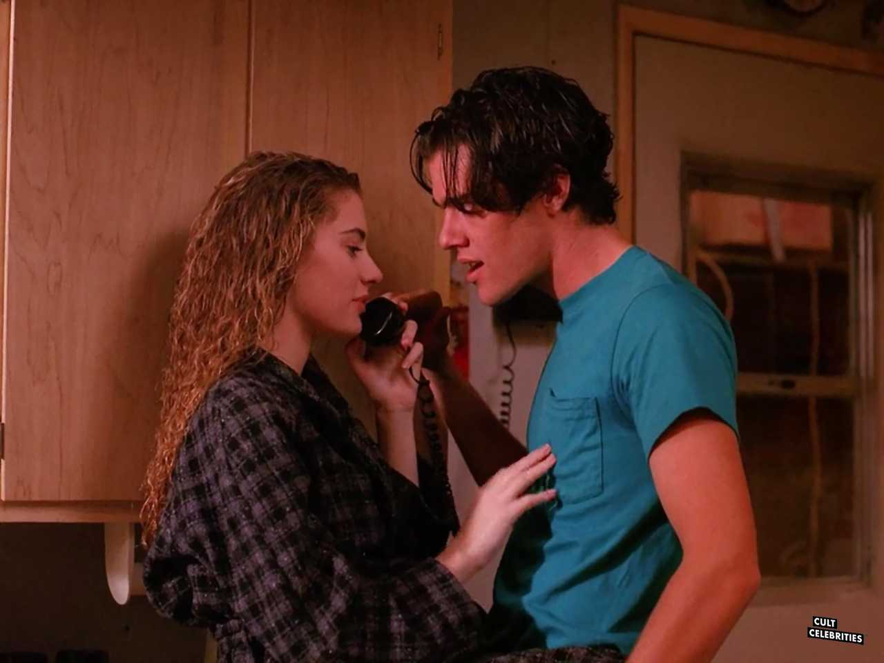 Mädchen Amick and Dana Ashbrook in Twin Peaks (1990)
