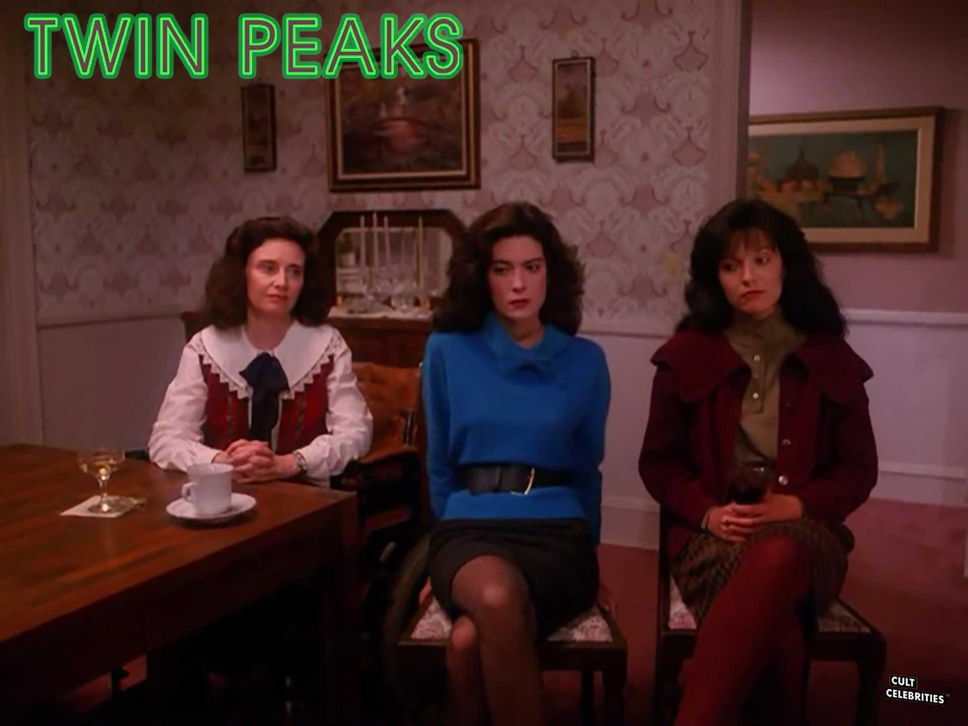 Lara Flynn Boyle and Sheryl Lee in Twin Peaks (1990)