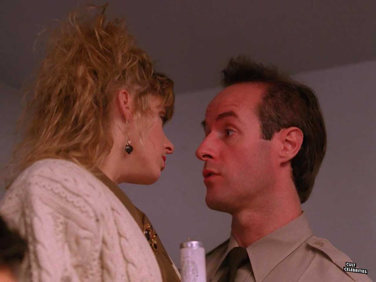 Harry Goaz and Kimmy Robertson in Twin Peaks (1990)