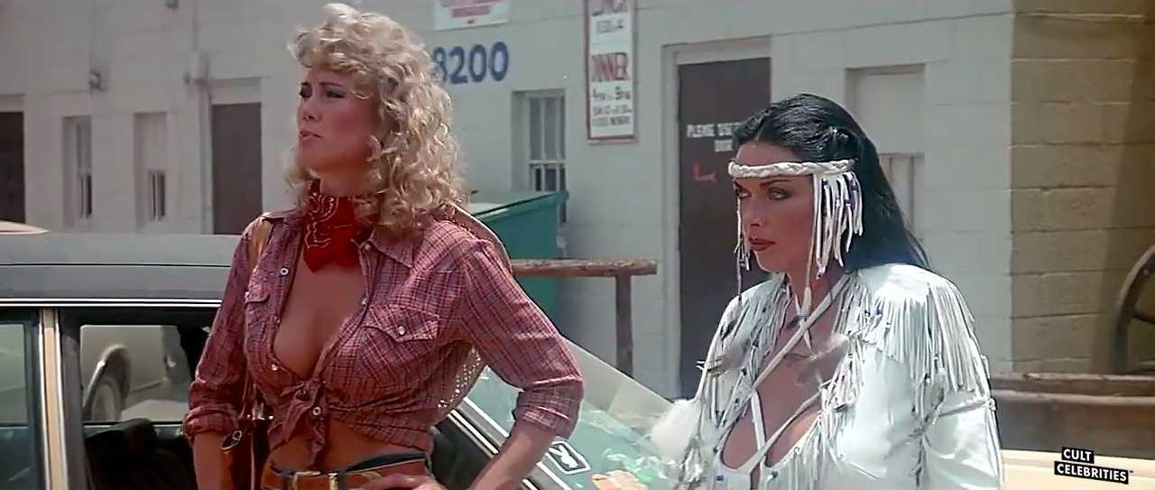 Raven De La Croix and Melanie Vincz in The Lost Empire (1984)
